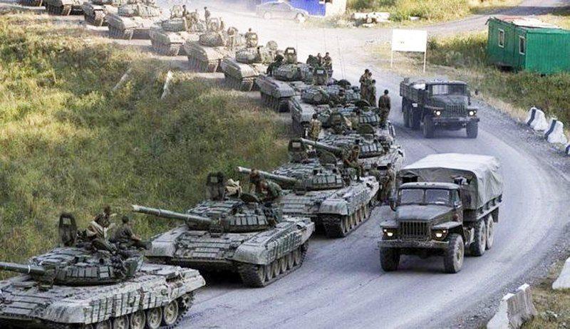 Росія знову стягує до кордонів України війська: чого слід очікувати?