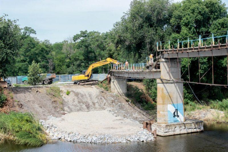 Міст через Вовчу оновлюють вперше за півстоліття