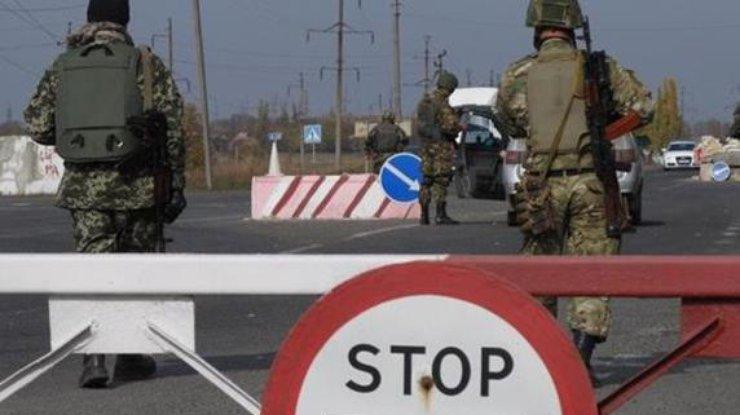 Конфлікт між журналістами та поліцією на блокпості під Мар'їнкою