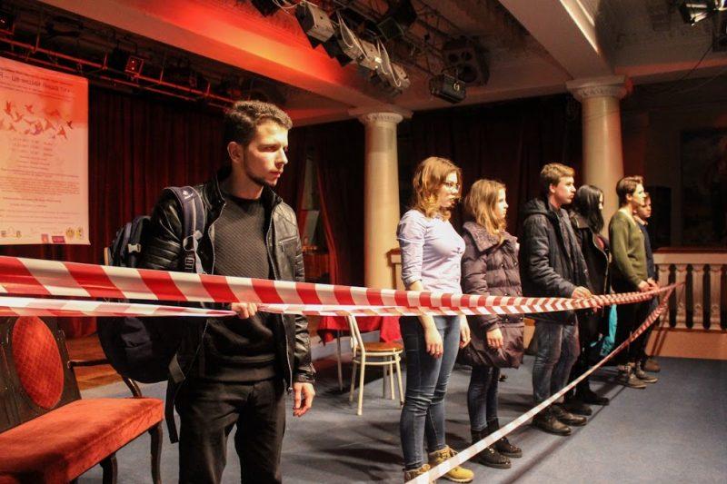Молоді актори зіграли виставу про своє