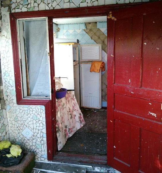Прифронтова Мар'їнка під обстрілом, пошкоджені житлові будинки