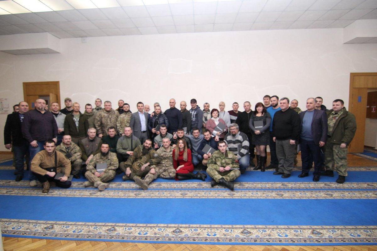 40 бійців отримали посвідчення добровольців - Фото №2