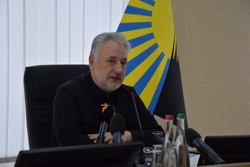 Очільник Донеччини звітував про досягнення області та відповів на незручні питання журналістів