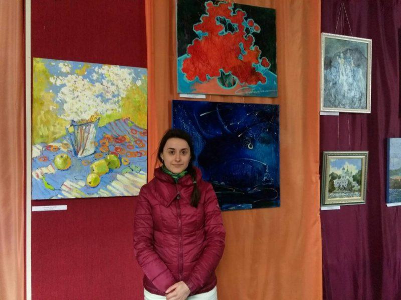 У Костянтинівці триває картинна виставка місцевої художниці
