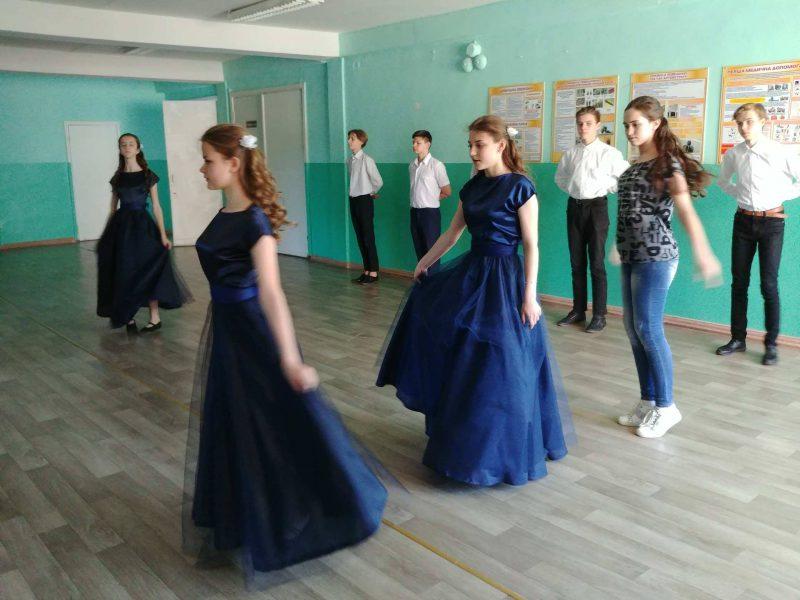 Фестиваль вальсу до Дня матері у Краматорську