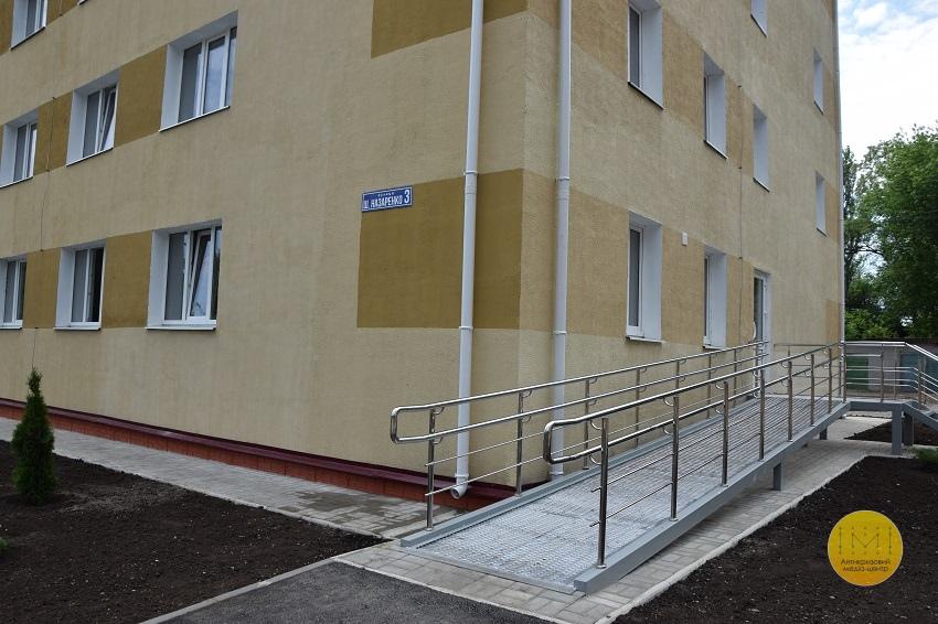Президент Естонії відвідала гуртожиток для переселенців у Краматорську - Фото №9