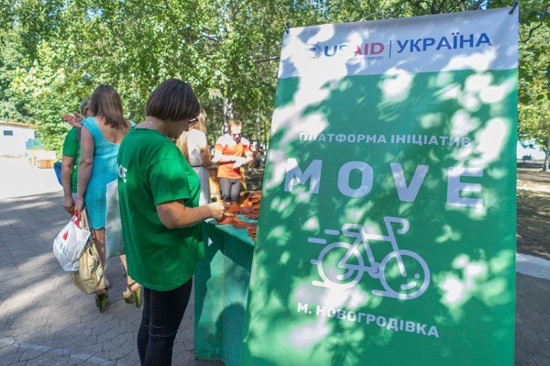 Мешканці Новогродівки ганялись за сміттям