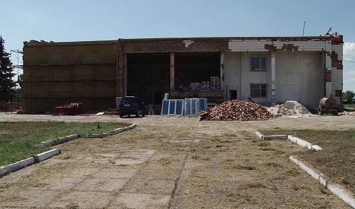 Громада ремонтує сільський клуб