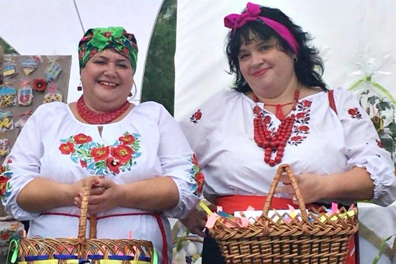 Осучаснення давніх українських традицій – етнофест «Петриківський дивоцвіт»