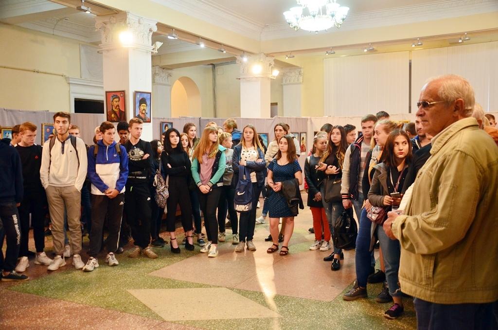 У Дніпрі відкрилася виставка козацьких картин - Фото №3
