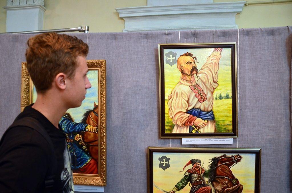 У Дніпрі відкрилася виставка козацьких картин