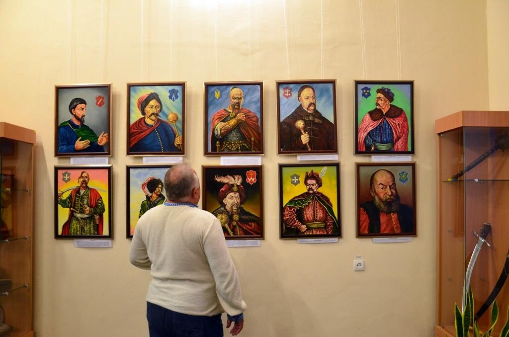 У Дніпрі відкрилася виставка козацьких картин - Фото №1