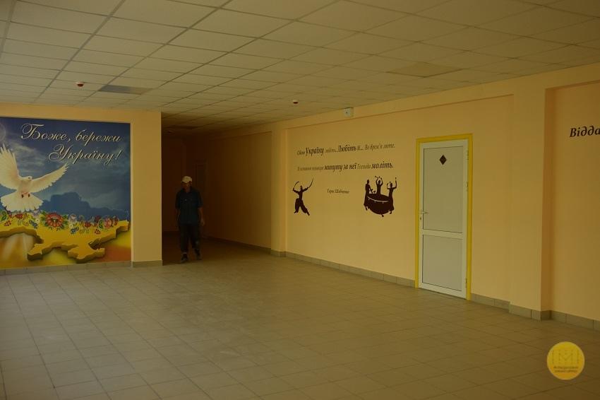 Фінальні будівельні роботи у Краматорській українській гімназії в розпалі - Фото №6