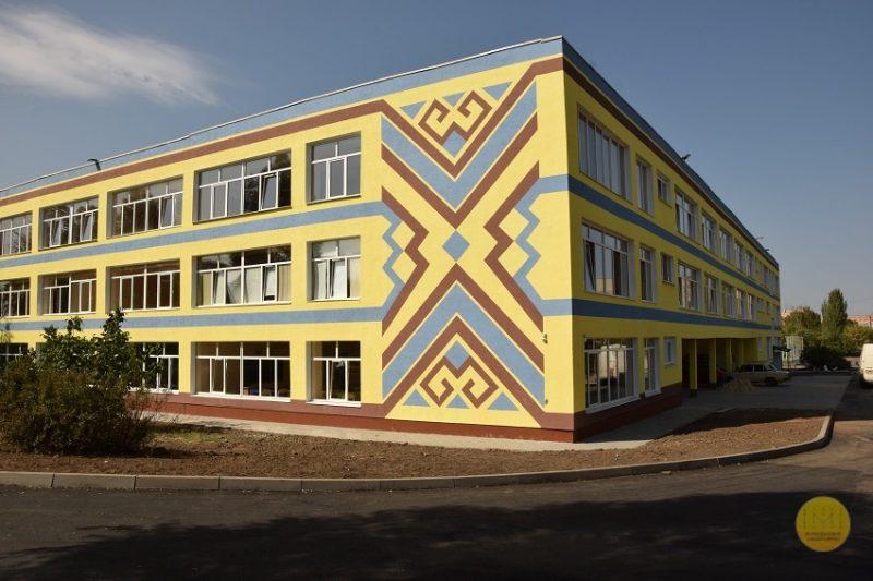 Краматорська українська гімназія: учнів зустріли, але навчатимуться вони тут трохи згодом