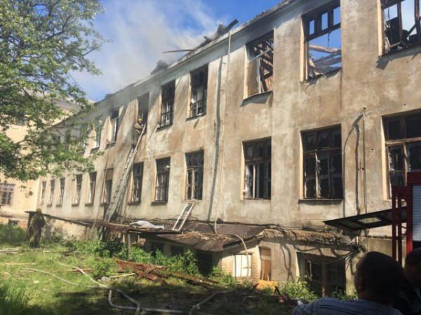 Зруйнована бойовиками школа у Красногорівці відновлюється - Фото №1
