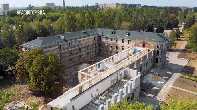 Зруйнована бойовиками школа у Красногорівці відновлюється - Фото №2