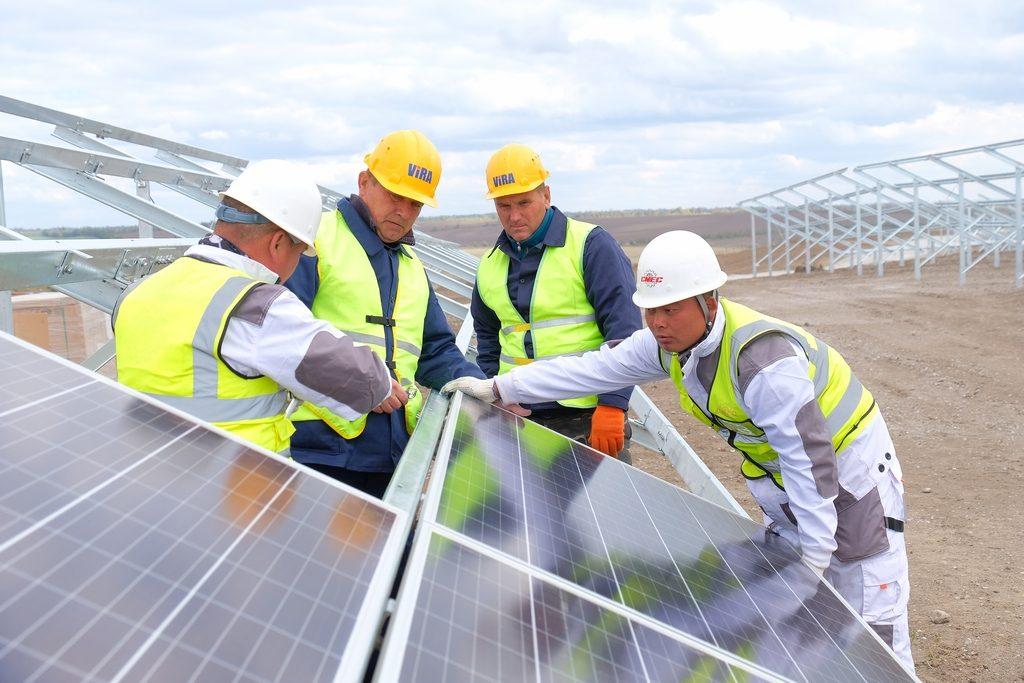 Будують найпотужнішу сонячну електростанцію в Україні