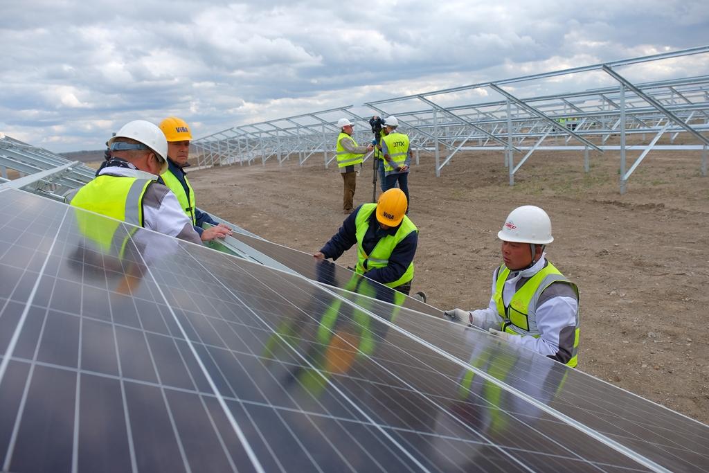 Будують найпотужнішу сонячну електростанцію в Україні - Фото №5