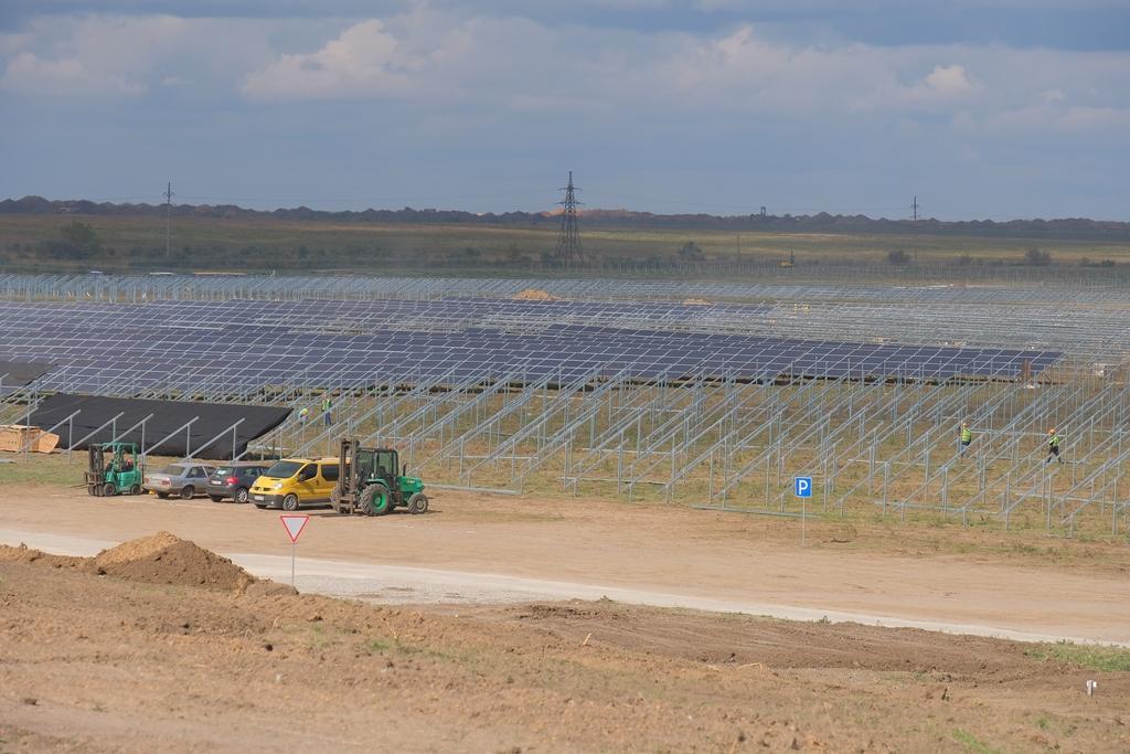 Будують найпотужнішу сонячну електростанцію в Україні - Фото №3