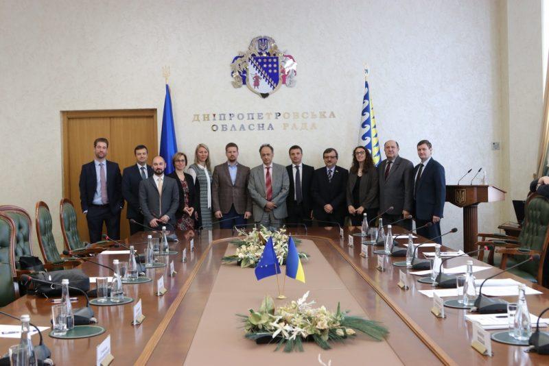 Посол ЄС в Україні прибув до Дніпра на бізнес-форум
