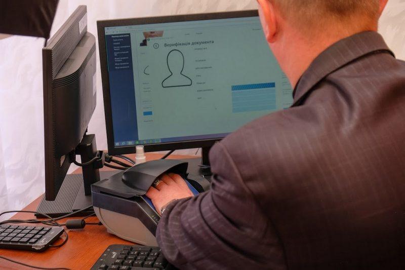 Перший замовник на біометричний паспорт з QR-кодом