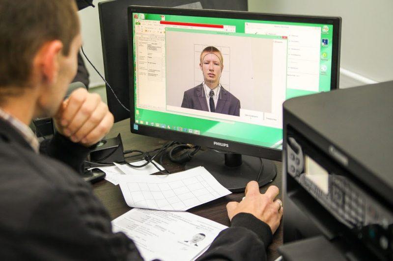 Біометричні паспорти можна отримати вже у 16 ЦНАПах