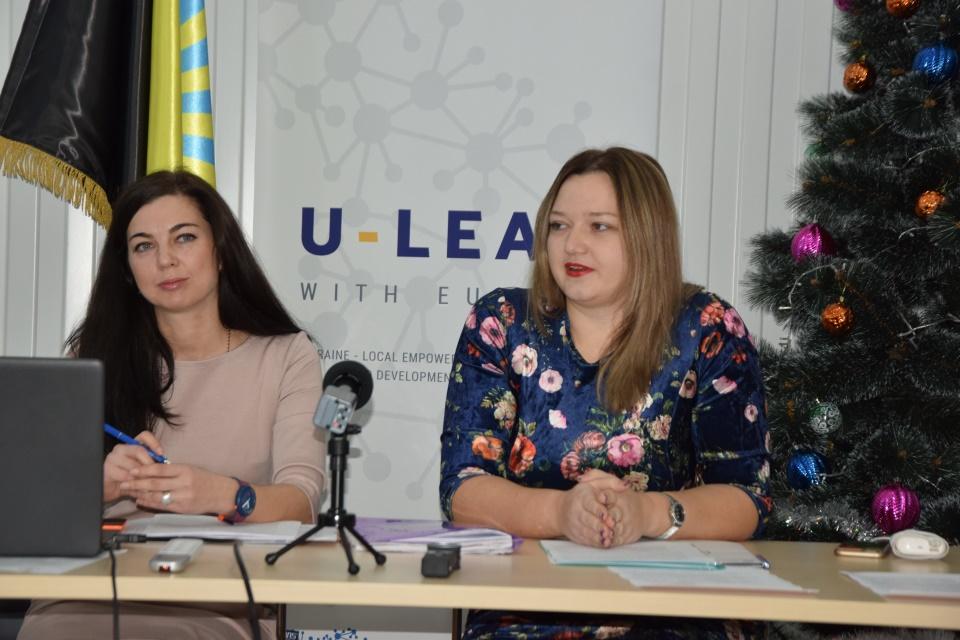 Адміністратори ЦНАПів Донецької області удосконалюють навички з видачи паспортів - Фото №7