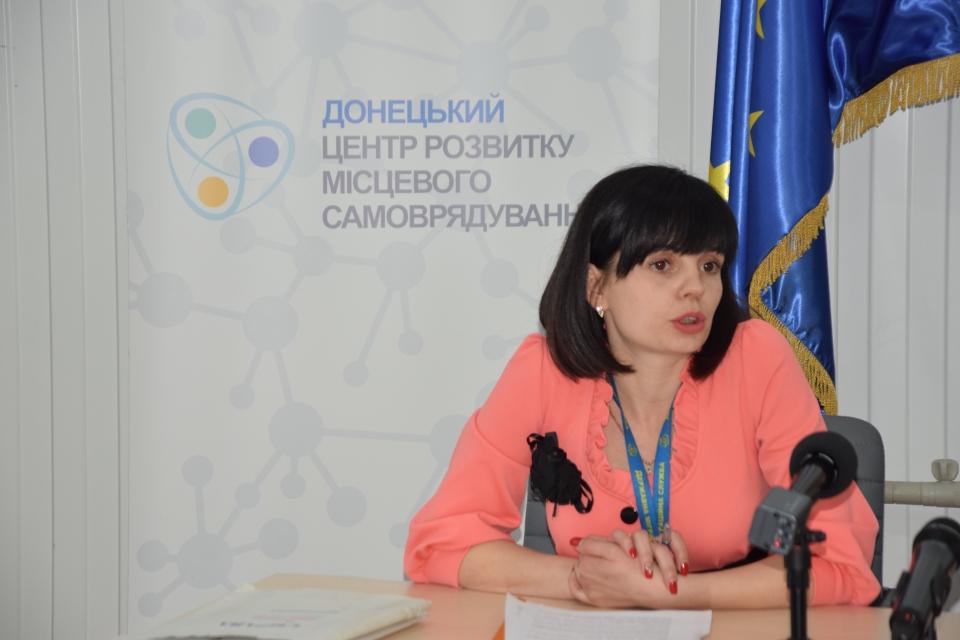 Адміністратори ЦНАПів Донецької області удосконалюють навички з видачи паспортів - Фото №3