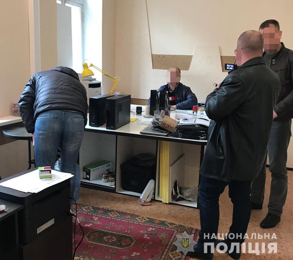 Поліцейські припинили витік та зміну даних - Фото №1