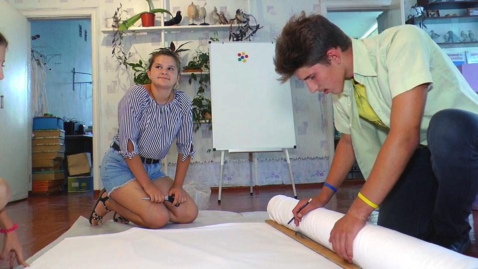 Учні Олександро-Калинівської школи шиють екосумки - Фото №2