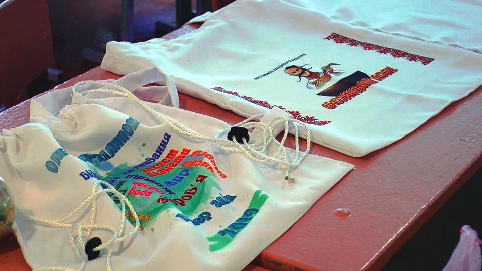 Учні Олександро-Калинівської школи шиють екосумки - Фото №3
