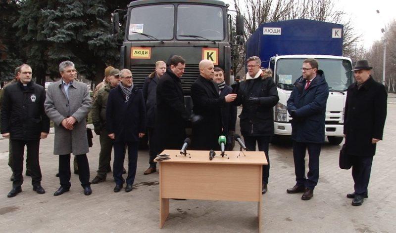 Європейські посли привезли гуманітарний вантаж на Донеччину