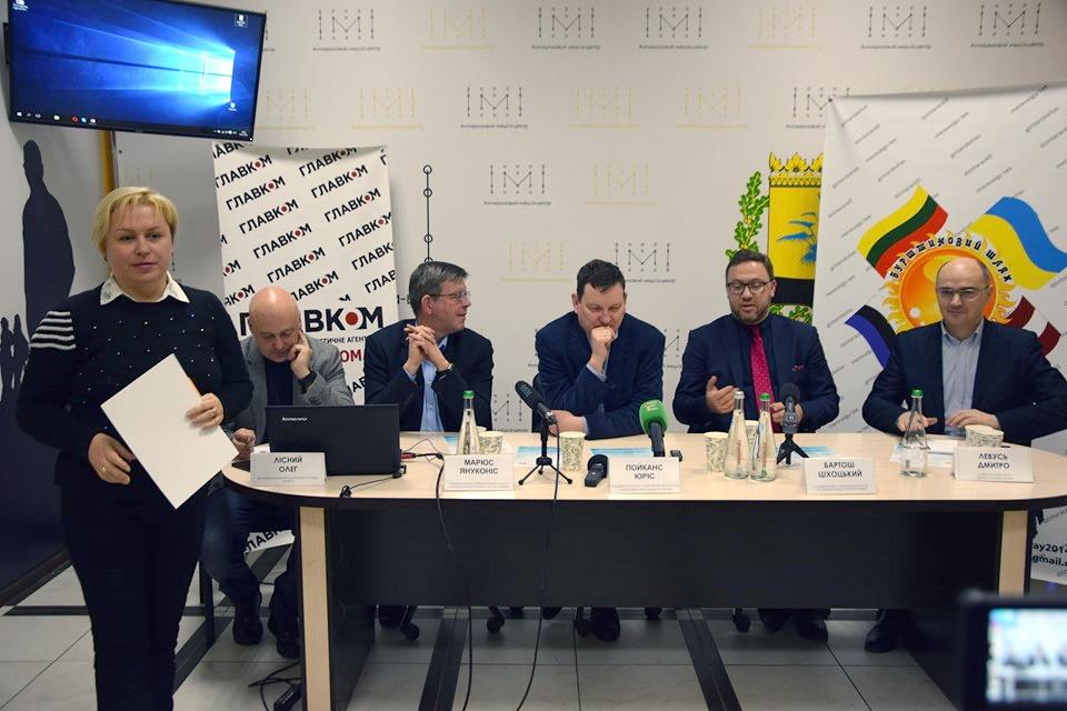 Реінтеграція Донбасу – погляди іноземних дипломатів та українських експертів