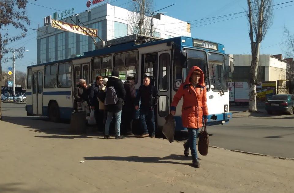 У тролейбус не більше 10 пасажирів: як поліція перевіряє карантинні обмеження в Краматорську