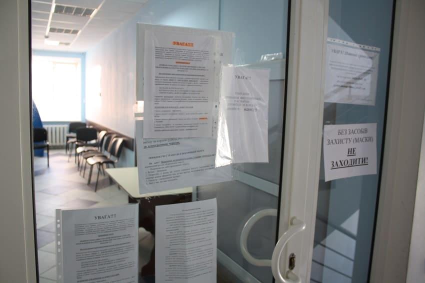 Обслуговування у виняткових випадках: міграційна служба Донеччини запровадила карантинні заходи - Фото №1