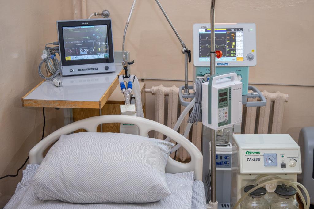 Апарати ШВЛ та меблі отримала Новомосковська лікарня на Дніпропетровщині