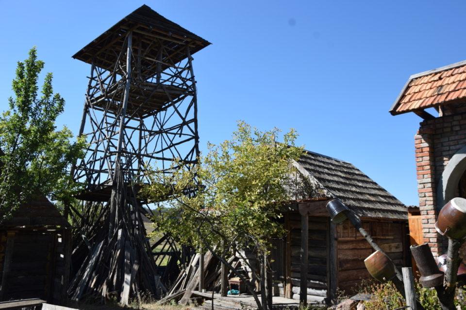 Старовинна будівля в селі Маяки Слов'янського району - Фото №5