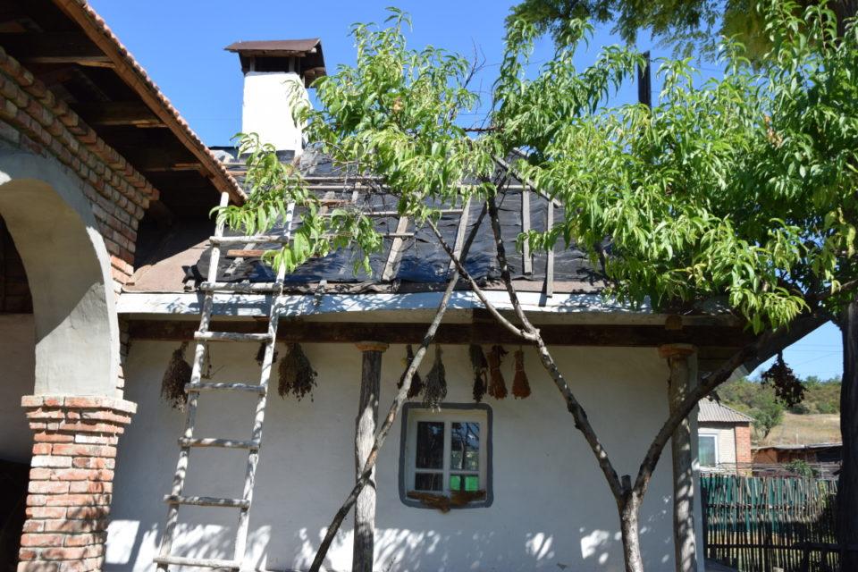 Старовинна будівля в селі Маяки Слов'янського району - Фото №6