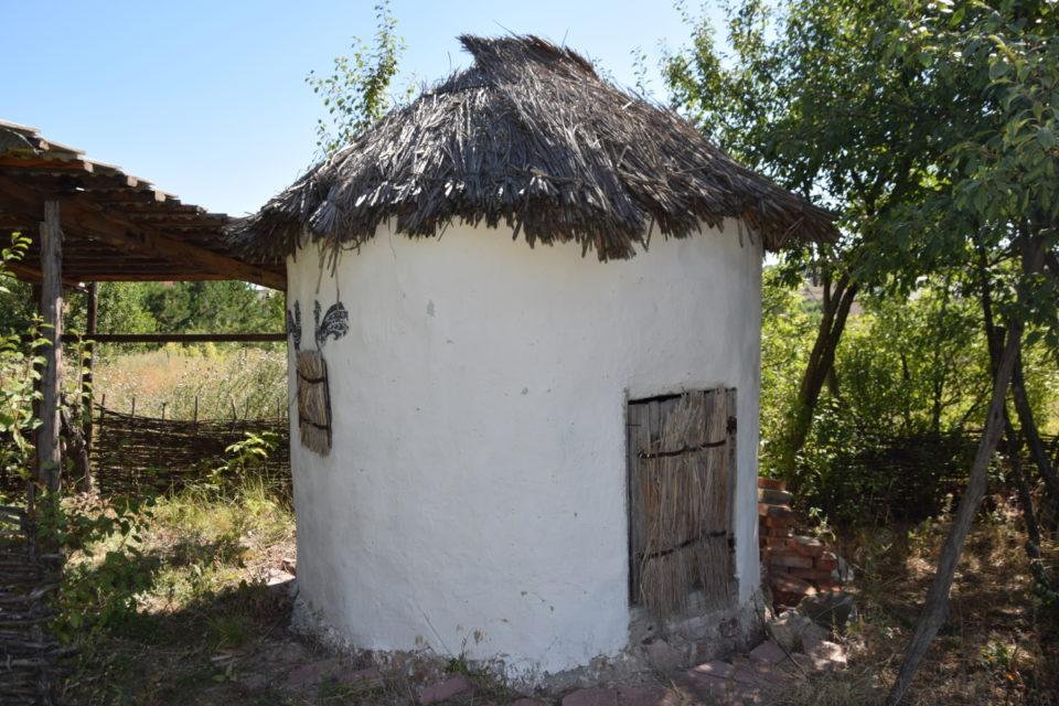 Старовинна будівля в селі Маяки Слов'янського району - Фото №7
