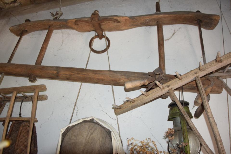 Старовинна будівля в селі Маяки Слов'янського району - Фото №16