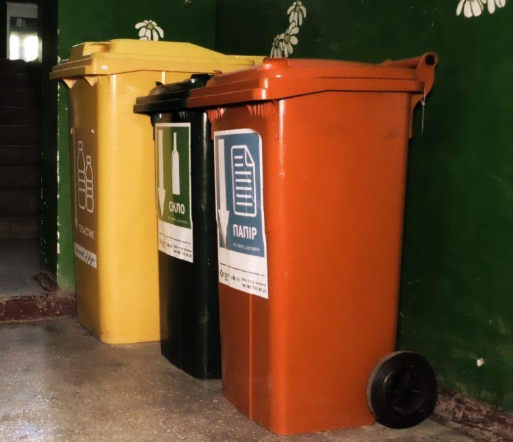 Маріупольські ОСББ сортують сміття і заробляють на цьому гроші