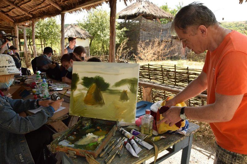 Образотворчому мистецтву підлітків з пластового табору вчили у селі Маяки Слов'янського району