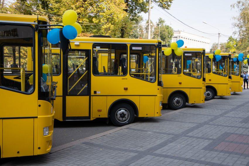 Нові автобуси отримали 10 опорних шкіл Дніпропетровщини