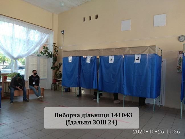 Краматорськ голосує, у першій половині дня людей на дільницях було небагато - Фото №3