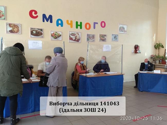 Краматорськ голосує, у першій половині дня людей на дільницях було небагато - Фото №1
