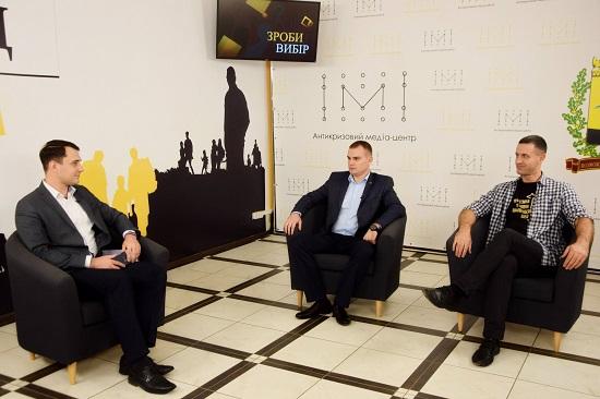 «Партія миру та розвитку» та «Демократична Сокира» – у Краматорську дискутували кандидати в міськраду