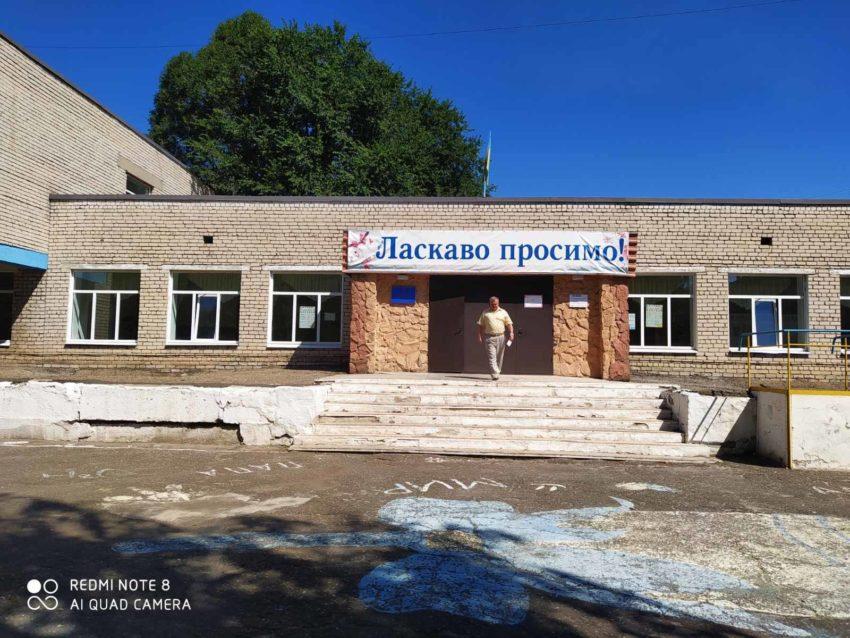 Золотівська гімназія на Луганщині стає безпечнішою