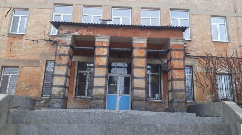 Триває оновлення однієї з найстаріших лікарень Добропілля