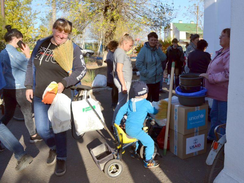 """Допомога від Дитячого фонду ООН доставляється """"Руками друзів"""" до мешканців Донеччини та Луганщини"""